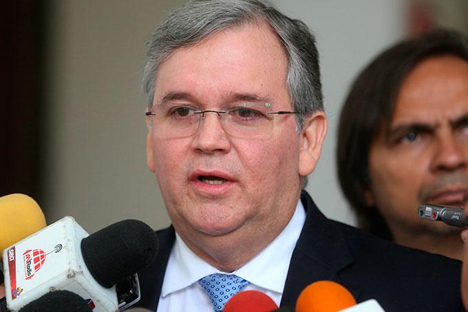 Francisco Martínez aseguró que el gobierno no va por por el camino correcto