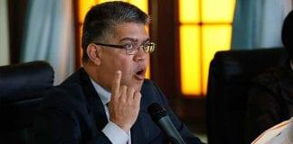 Jaua no descarta que el presidente Maduro aspire a la reelección en 2018