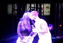 Maluma besó a chica en Valencia