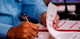 firma de Maduro decreto de emergencia económica