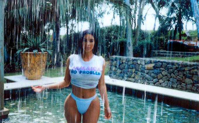 En fotos: ¡Qué retaguardia! Kim Kardashian mojadita en la piscina