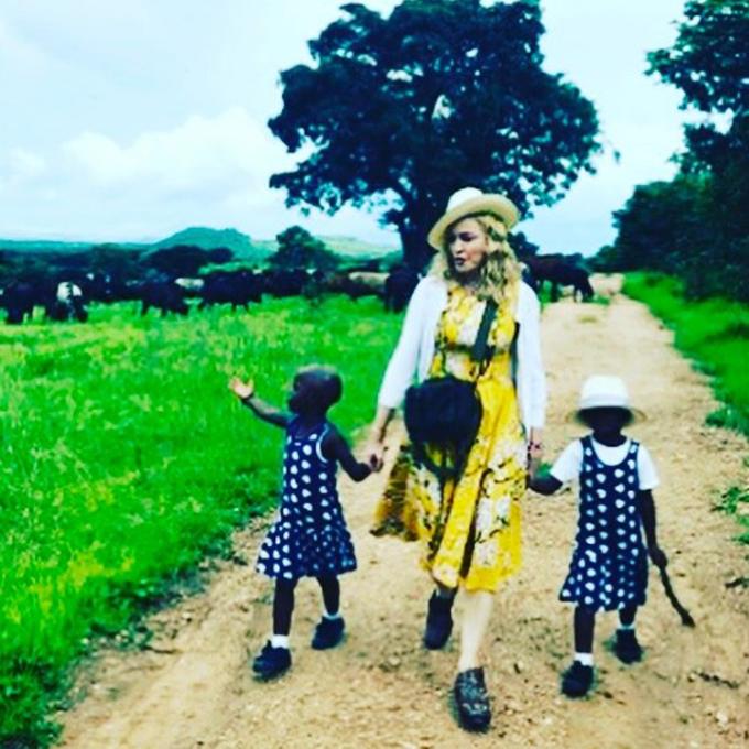 Madonna gemelas Africa