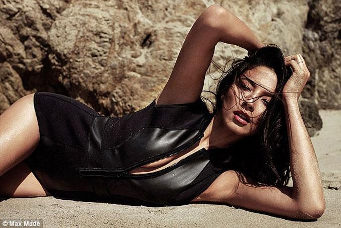 topless Jessica Gomes