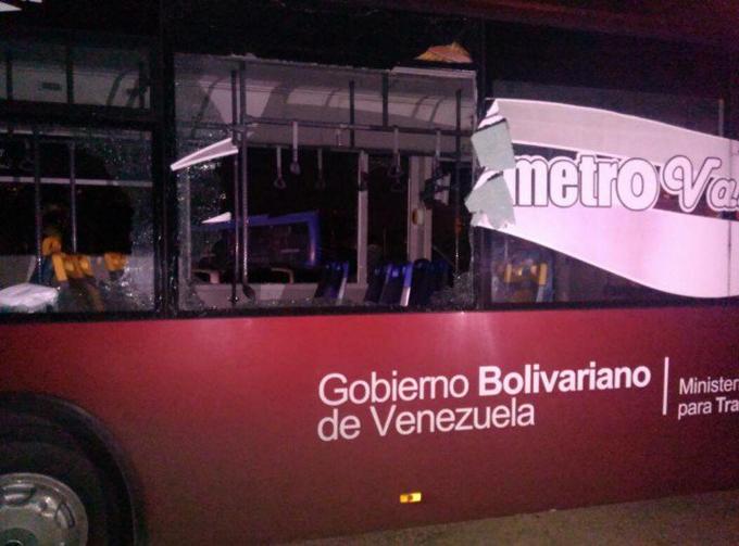 Atacaron autobús del Metro de Valencia