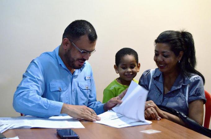 Gerardo Sánchez continúa entregando títulos de tierra