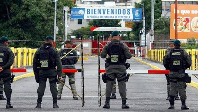 Santos activará plan de atención y control para migrantes venezolanos
