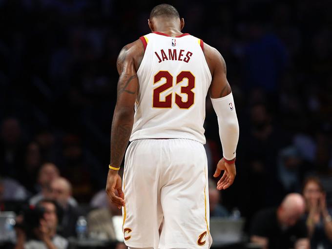 LeBron James podría escuchar ofertas de los Warriors según ESPN