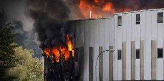 Noticias24carabobo-Fuerte-incendio-en-una-fábrica-de-materiales-reciclables-en-Brasil---WEB-N24