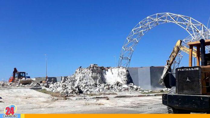 WEB-N24-Tribuna-Antiimperialista-en-Cuba-es-demolida-para-construir-oficinas-en-su-lugar - noticias 24 carabobo