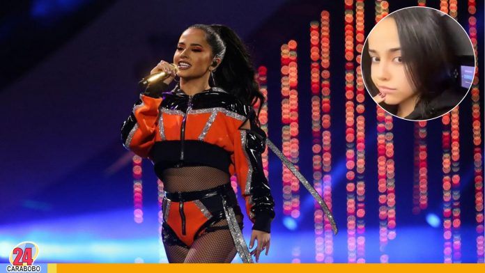 Becky G con canas - Noticias 24 Carabobo