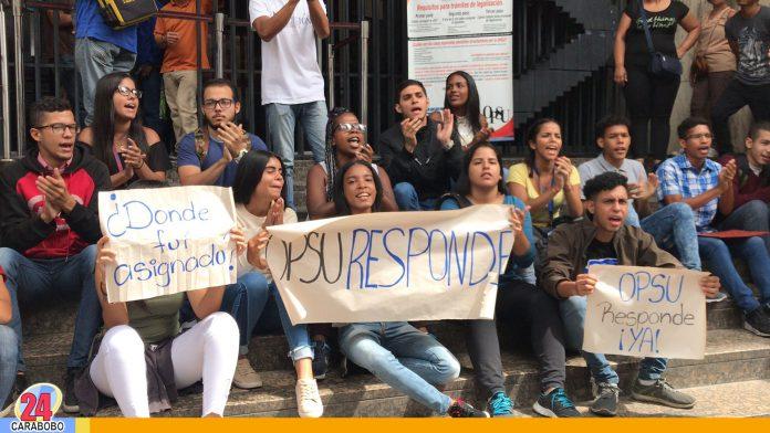 Bachilleres protestan ante la OPSU
