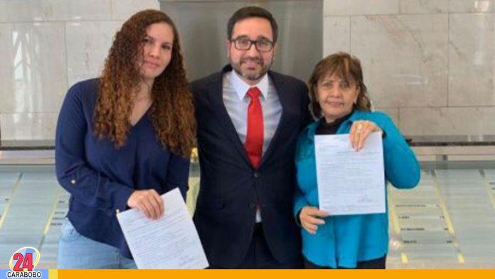 Familiares de Óscar Pérez