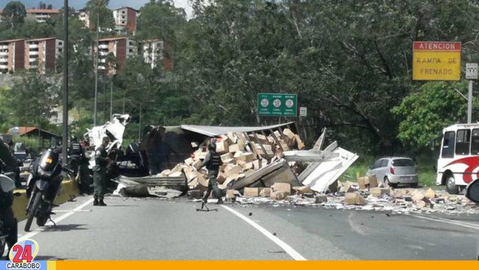 Accidente en Tazón dejó un muerto, tras volcarse una gandola