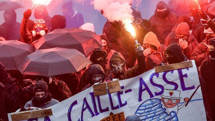 Huelga contra la reforma en Francia termina en disturbios