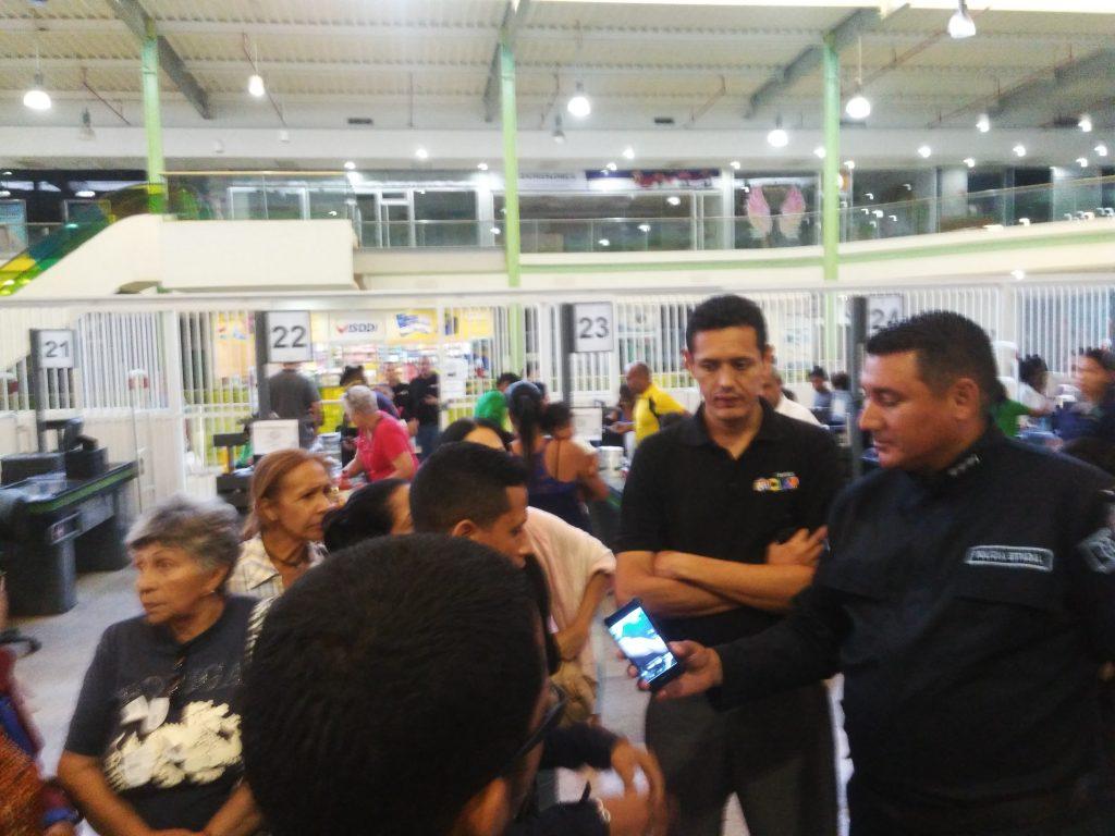 Clientes no pudieron comprar con petro en Tiendas Clap de Valencia