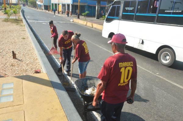 Alcaldía de Valencia desplegó operativo especial de limpieza