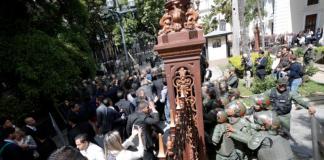 Tensión en la Asamblea Nacional tras empujones y presencia de la GNB