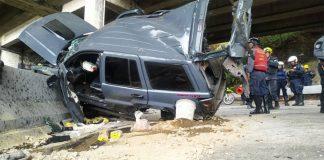 Vehículo cayó al vacío en Caracas y dejó dos heridos