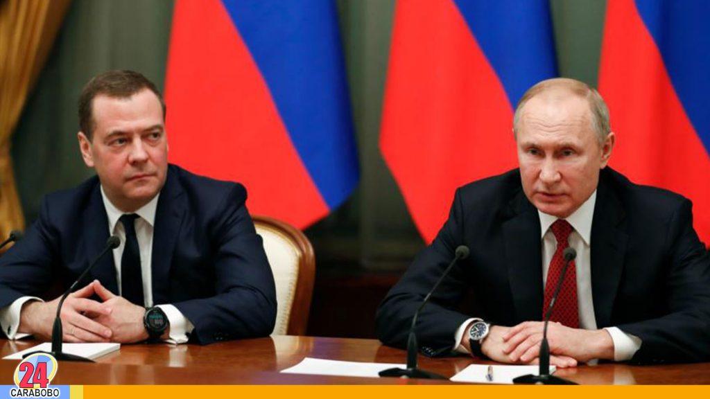 Renuncia todo el gabinete de Putin ante el parlamento