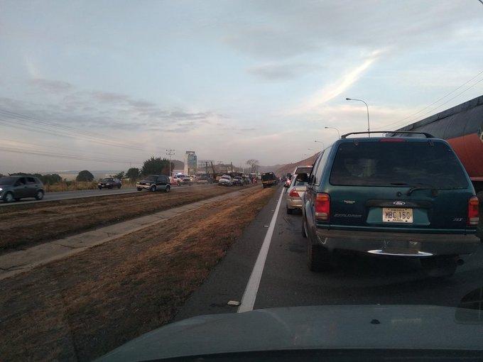 Gandola volcada en la Autopista - Gandola volcada en la Autopista