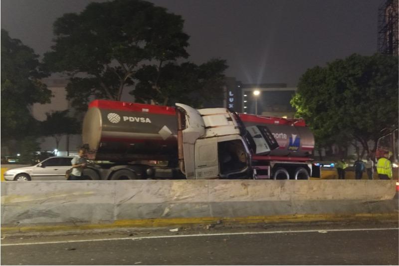 Gandola volcada en Caracas – Gandola volcada en Caracas