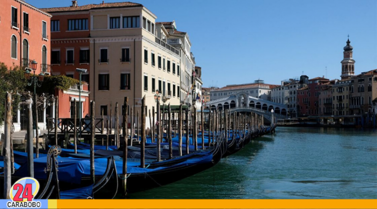 Canales de Venecia con aguas cristalinas