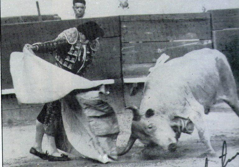 ¡Ruedo y Arena! Murió el eterno matador de toros maracayero Juan Corzo