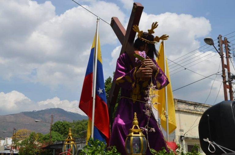Imagen del Nazareno recorrió Naguanagua en medio de la cuarentena
