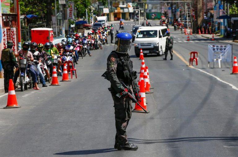 Presidente de Filipinas ordena disparar a los que salgan en cuarentena