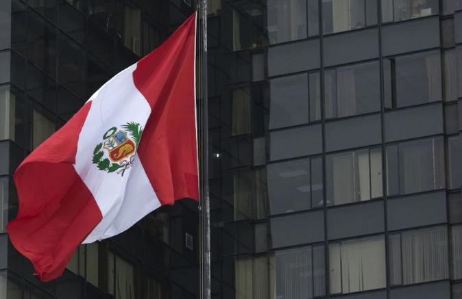 Presidente de Perú y sus ministros reducirán su sueldo debido al coronavirus