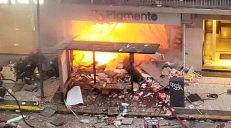 Incendio en perfumería de Buenos Aires dejó dos bomberos muertos
