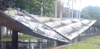Se desploma el techo del pasillo de la UCV