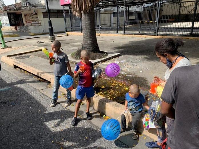 Regalan alegría a los niños