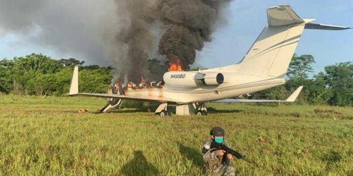 Avión con toneladas de cocaína