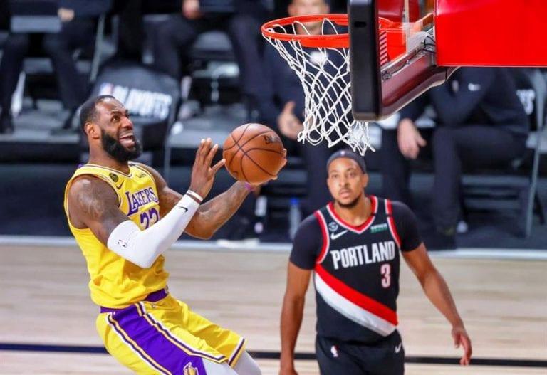 ¡Después de 4 años! Lakers en semifinales de la mano de Davis y James