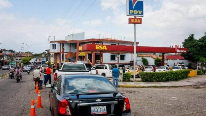 Espera por la gasolina en Venezuela - Espera por la gasolina en Venezuela