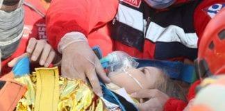 niña escombros terremoto turquía