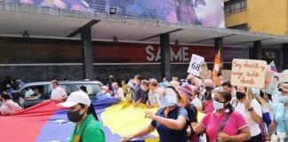 Docentes y personal de salud protestaron