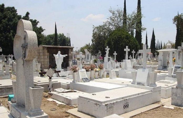 hombre falleció tras caer en tumba - hombre falleció tras caer en tumba
