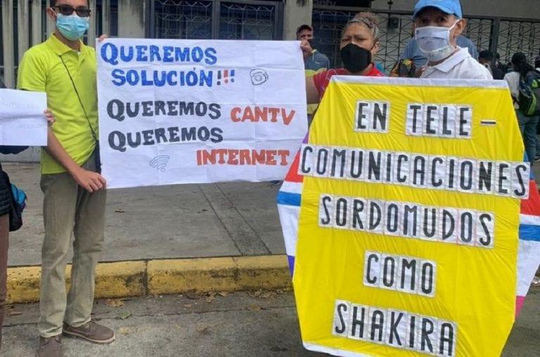 Usuarios protestaron frente a Cantv por fallas de Internet