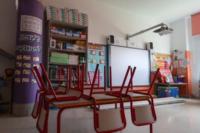 Cierra el primer colegio de Madrid
