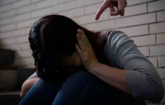 hombre detenido golpear a su hermana - hombre detenido golpear a su hermana
