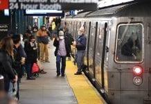 mujer empujada metro de Nueva York