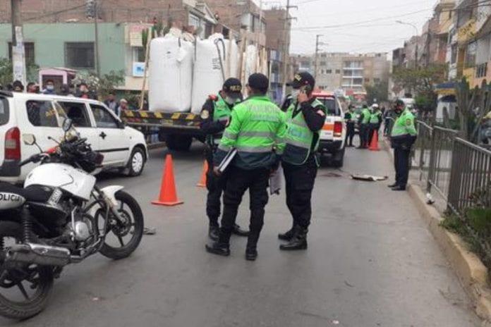 Empujan a venezolano de un autobús