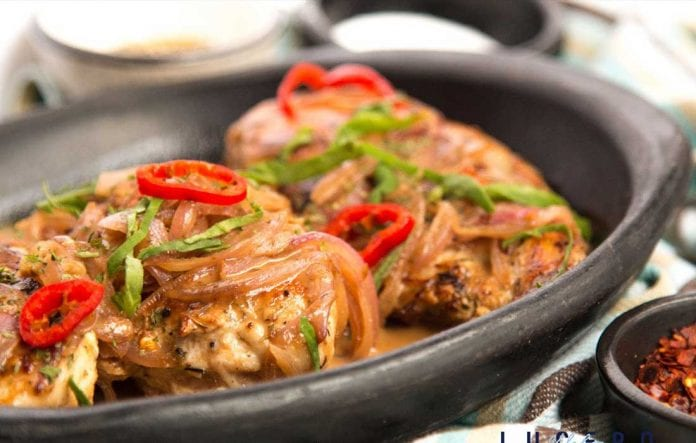 Pechugas de pollo con cebolla caramelizada - Pechugas de pollo con cebolla caramelizada