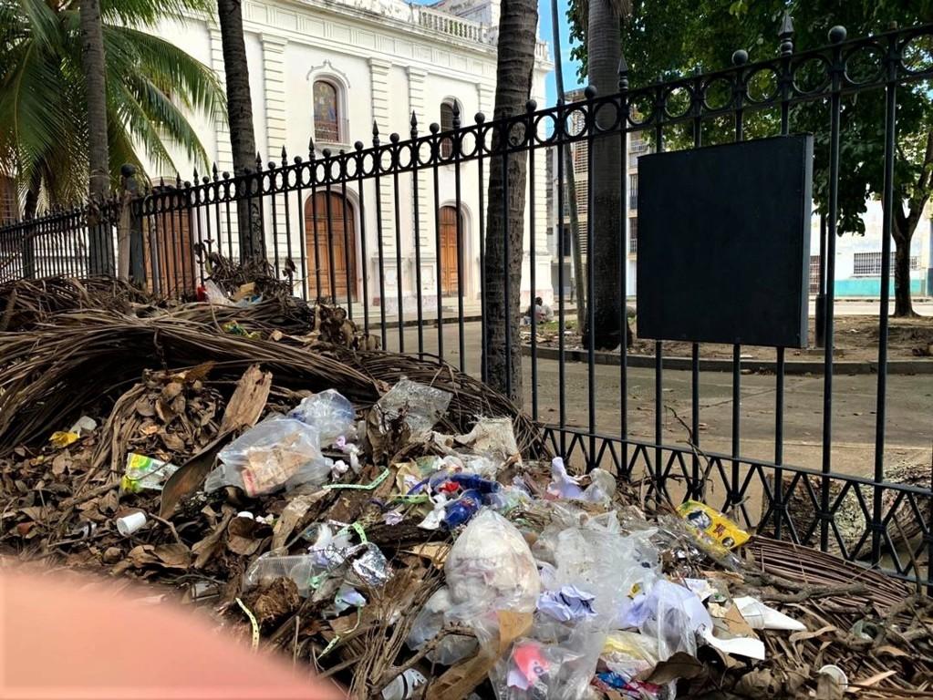 Vecinos limpiaron plaza de La Candelaria