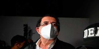 Manuel Zelaya retenido en aeropuerto - Manuel Zelaya retenido en aeropuerto