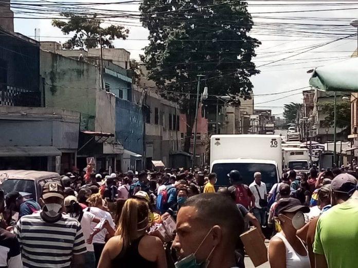 aglomeración de personas en Catia - aglomeración de personas en Catia