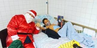 Viktor Rom ayuda a los niños