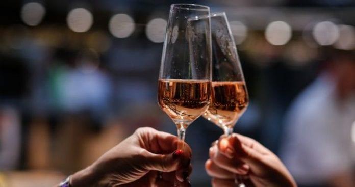 Una copa de champagne - Una copa de champagne